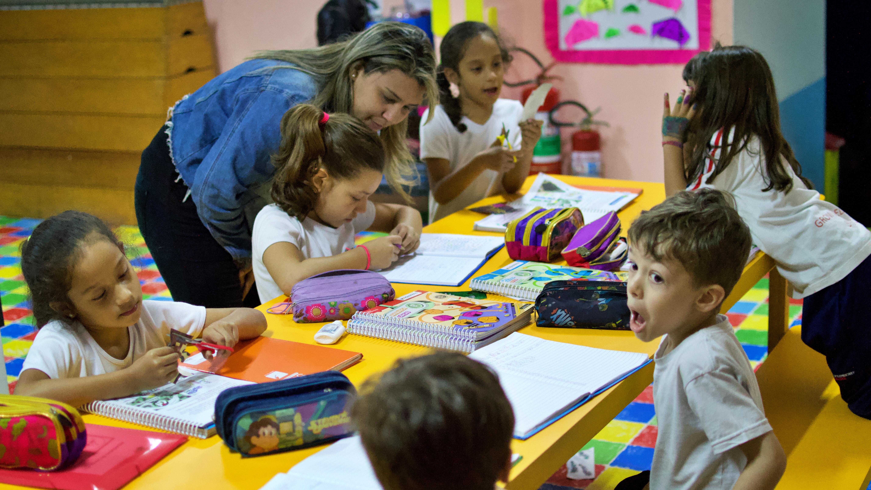 educação bilingue grow up elementary school